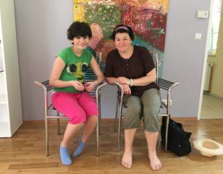 pflegebedürftige Kind mit der Mutter
